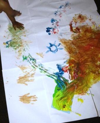 La première peinture de Sangoku (avec son papa et moi). On immortalise le moment et on fond d'amouuuuur !