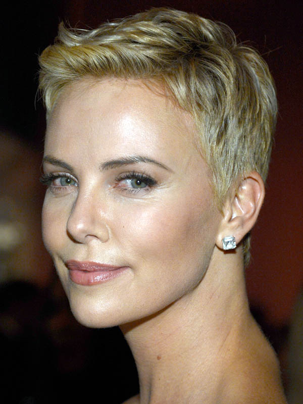Charlize-Theron-Oscars-2013-hair
