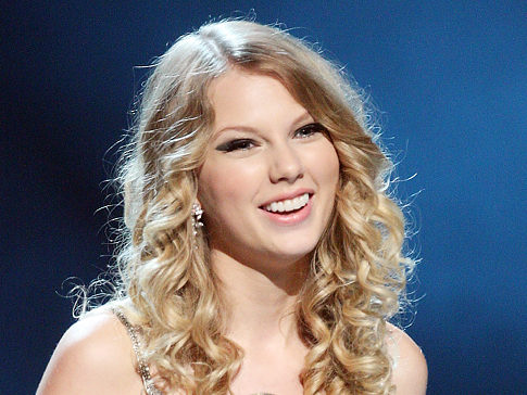 taylor swift with curly hair8