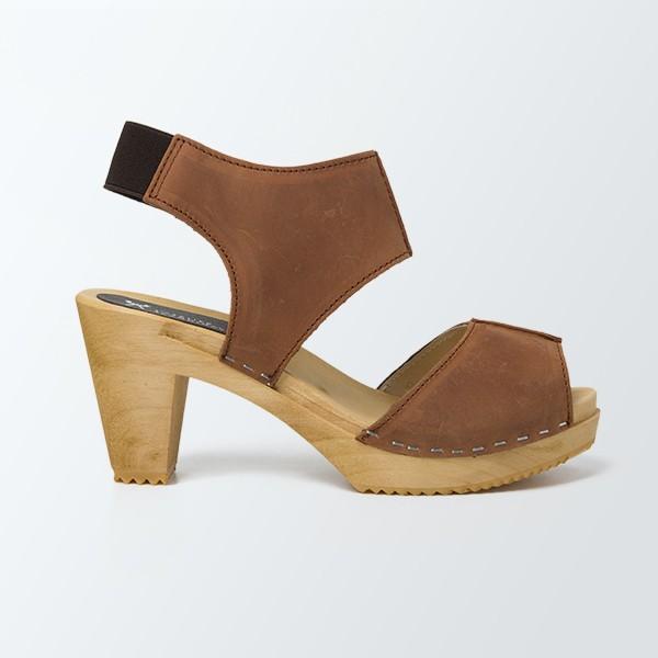 sabot-sandales-styles-en-cuir-gras-cognac
