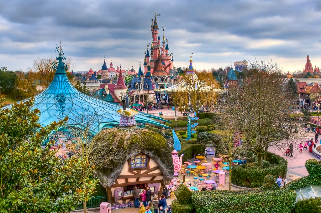 fantasyland__disneyland_paris_by_azerinn1-lightbox