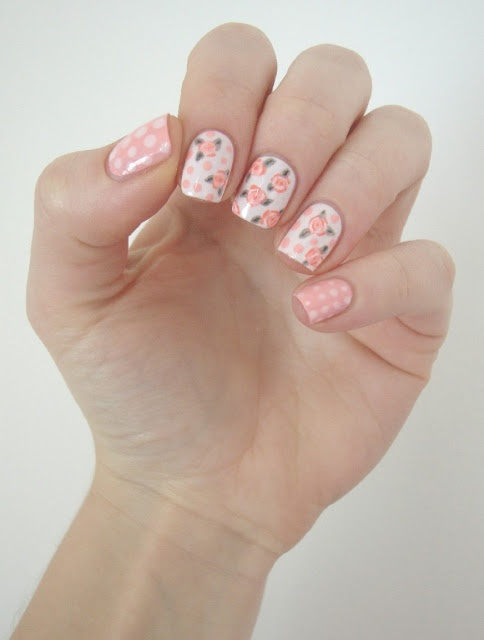 Source : http://cocosnailss.blogspot.be/2013/03/sunday-nail-battle-mes-ongles-pour-le.html